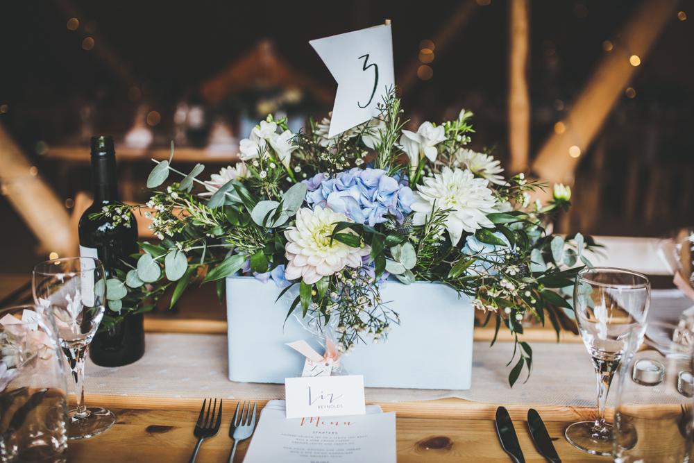 Novel Wedding Gifts: 10 Ways To Have A Beautiful Budget Wedding