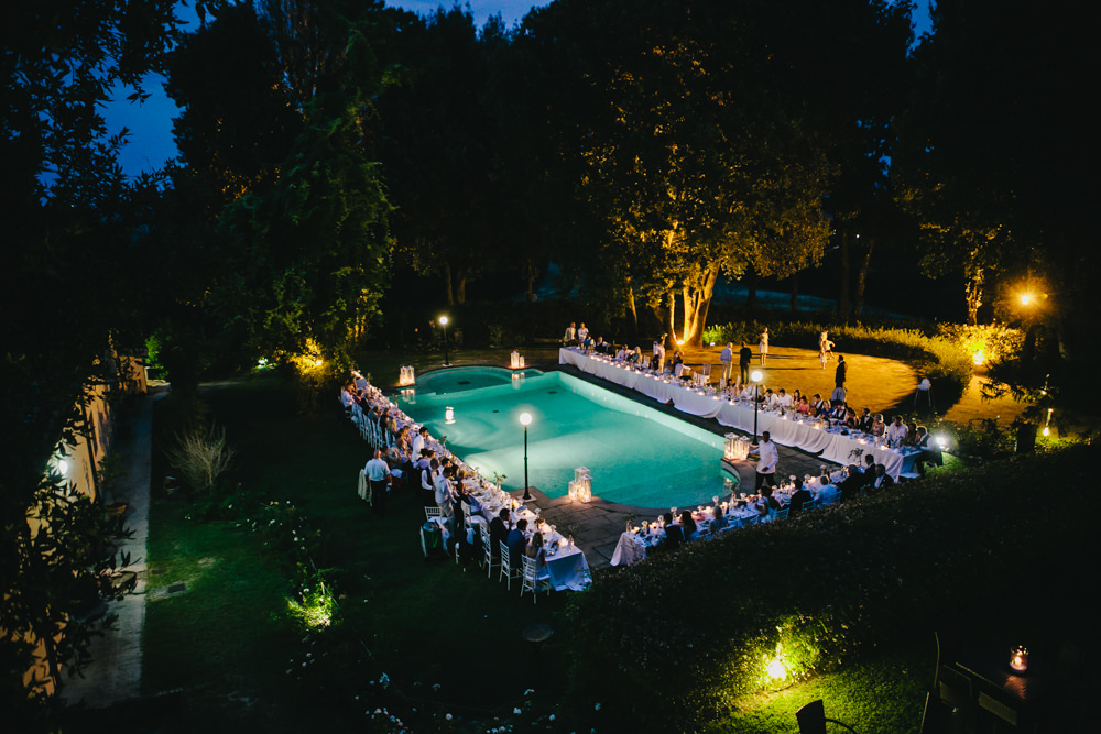 Outdoor tuscany wedding at pieve de pitti with pink dessy for Swimming pool decorations outdoor