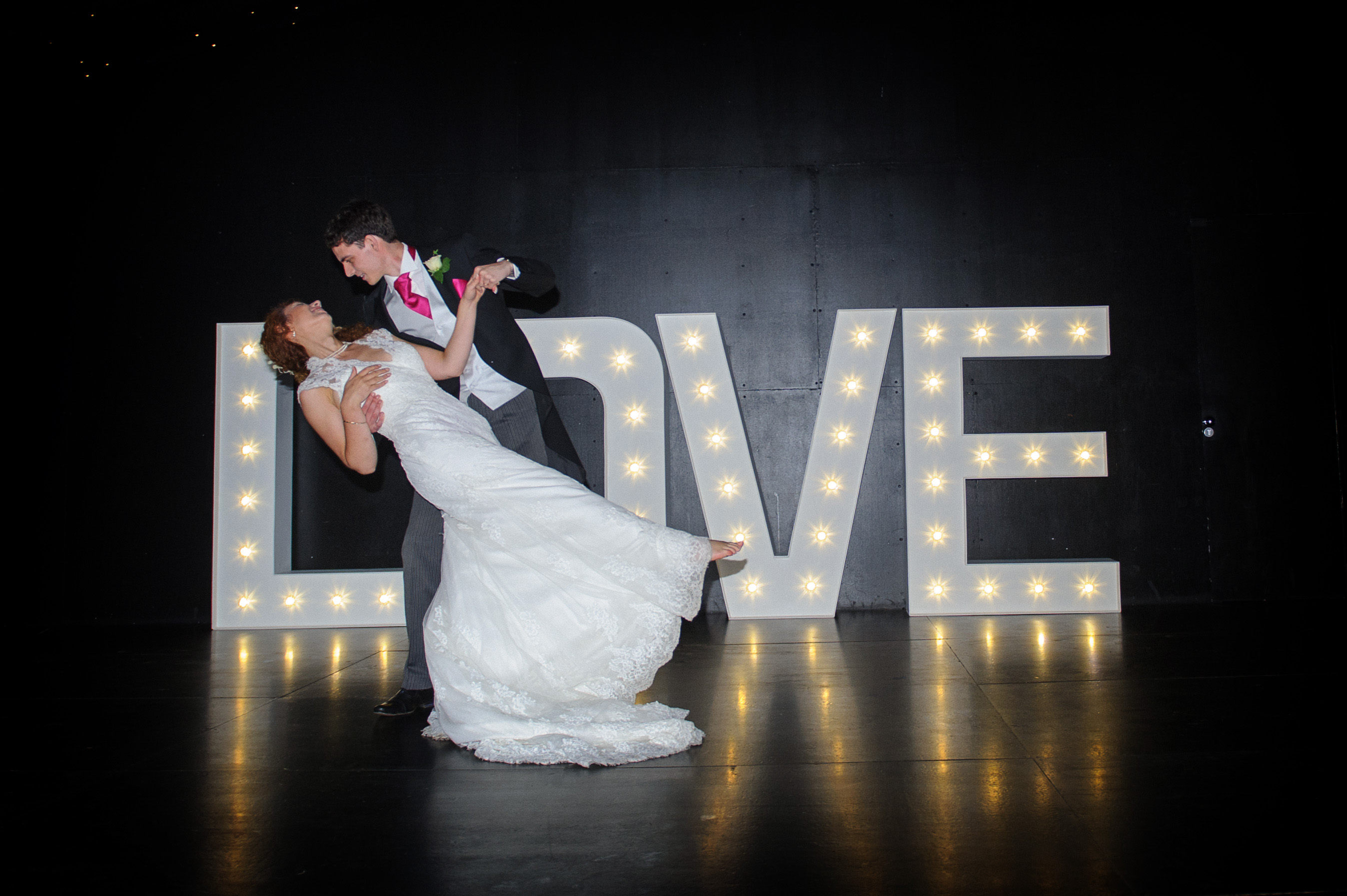Rmw rates wedding day dance uk rock my wedding uk for Best day for a wedding