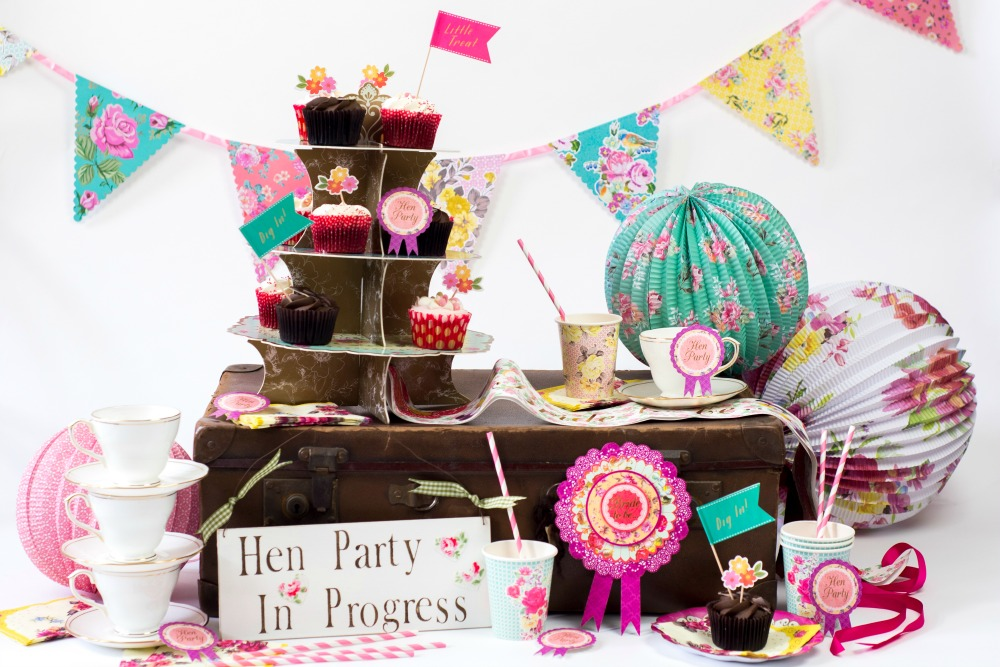 Creating a stylish hen party with henbox for Hen party at home decorations