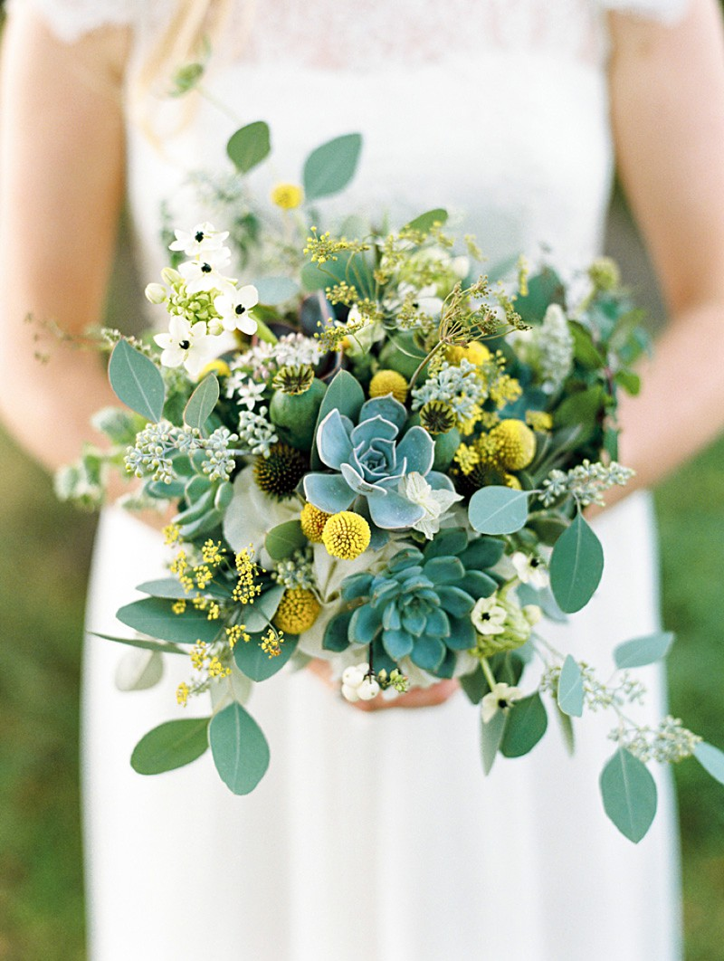 A Scottish Highlands Wedding At Coos Cathedral With A Raimon Bundo Weddding Dress And A Craspedia And Succulent Bouquet Photographed By Ann Kathrin Koch._0008