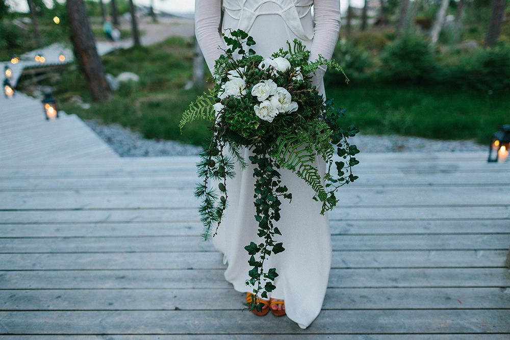 a forest green wedding colour scheme at an intimate