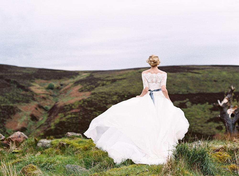 Rock My Wedding Groom Gift : ... wedding in a Scottish Castle. Groom in Tartan Kilt and Bridesmaids in