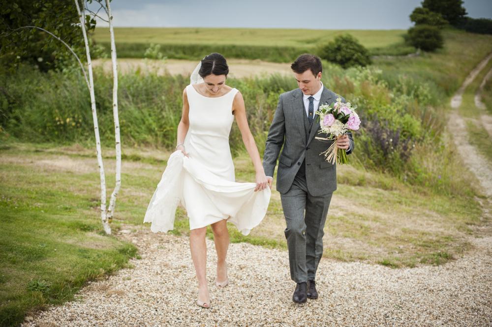 Rock My Wedding Groom Gift : Back Wedding Dress & Joyce Jackson Bala Veil for a classic wedd...