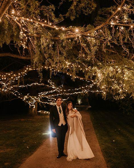 Authentic Spanish Wedding at Masia Ribas, Barcelona | Simple & Elegant Teresa Helbig Wedding Dress | Gold Wedding Shoes | Sara Lobla Photography