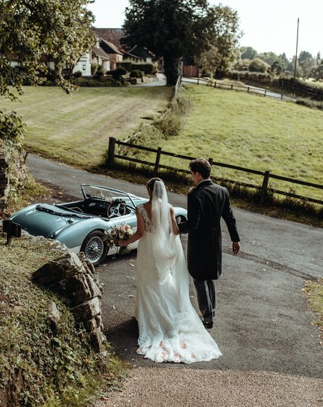 Classic Country Wedding at Wadhurst Castle, East Sussex with Pastel Colour Scheme & Wedding Suppliers from RMW. The List. Foto Memories Photography
