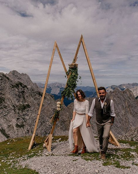 Mountain Wedding with Sustainable Decor & Dried Flowers