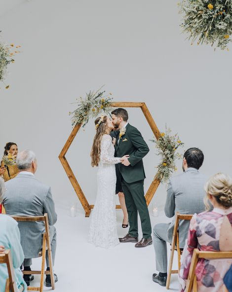 Yellow Wedding Theme and Dried Flowers For Minimalist Wedding