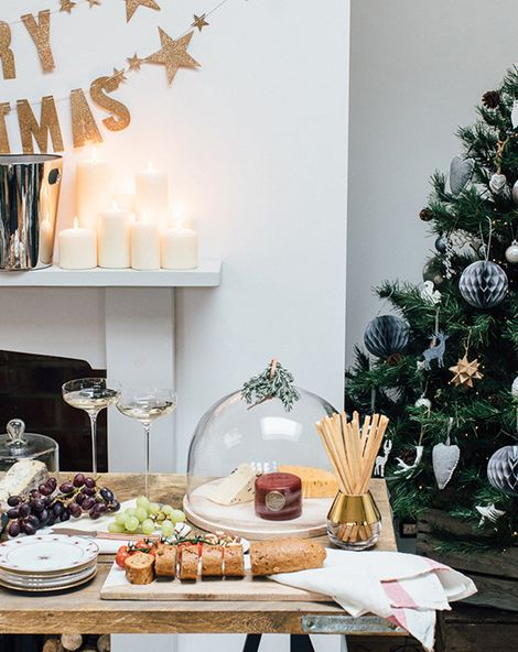Hosting The Perfect Christmas Cocktail Soiree