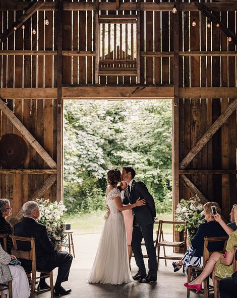 How To Plan Your Wedding Using Social Media...