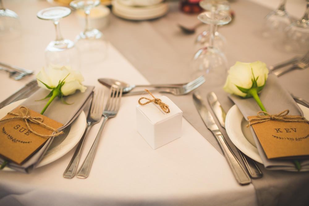 10 ways to have a beautiful budget wedding rock my wedding uk diy wedding favour box solutioingenieria Gallery