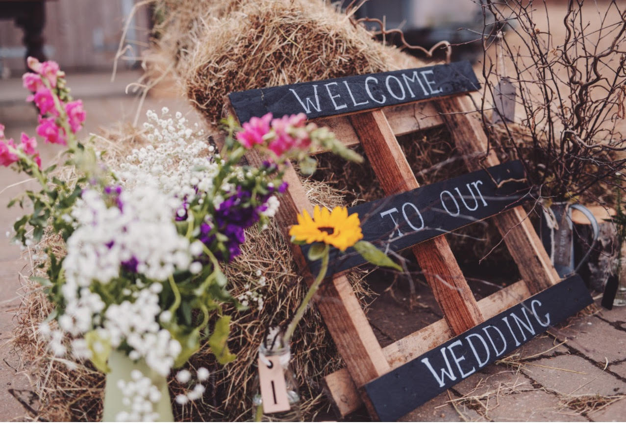 Stylish helpful signage for your wedding day rock my for Palette bois deco