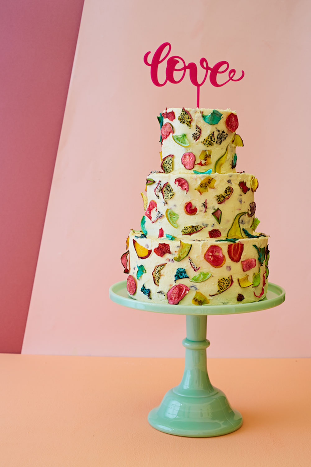 How To Decorate A Wedding Or Celebration Cake With Edible