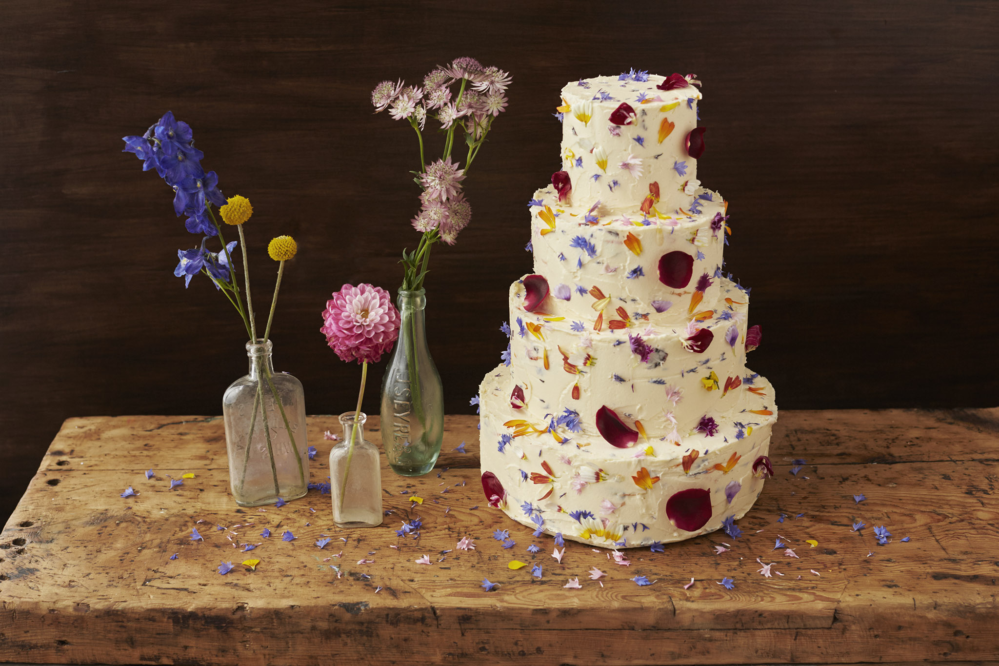 How to decorate a wedding or celebration cake with edible for Bakery decoration