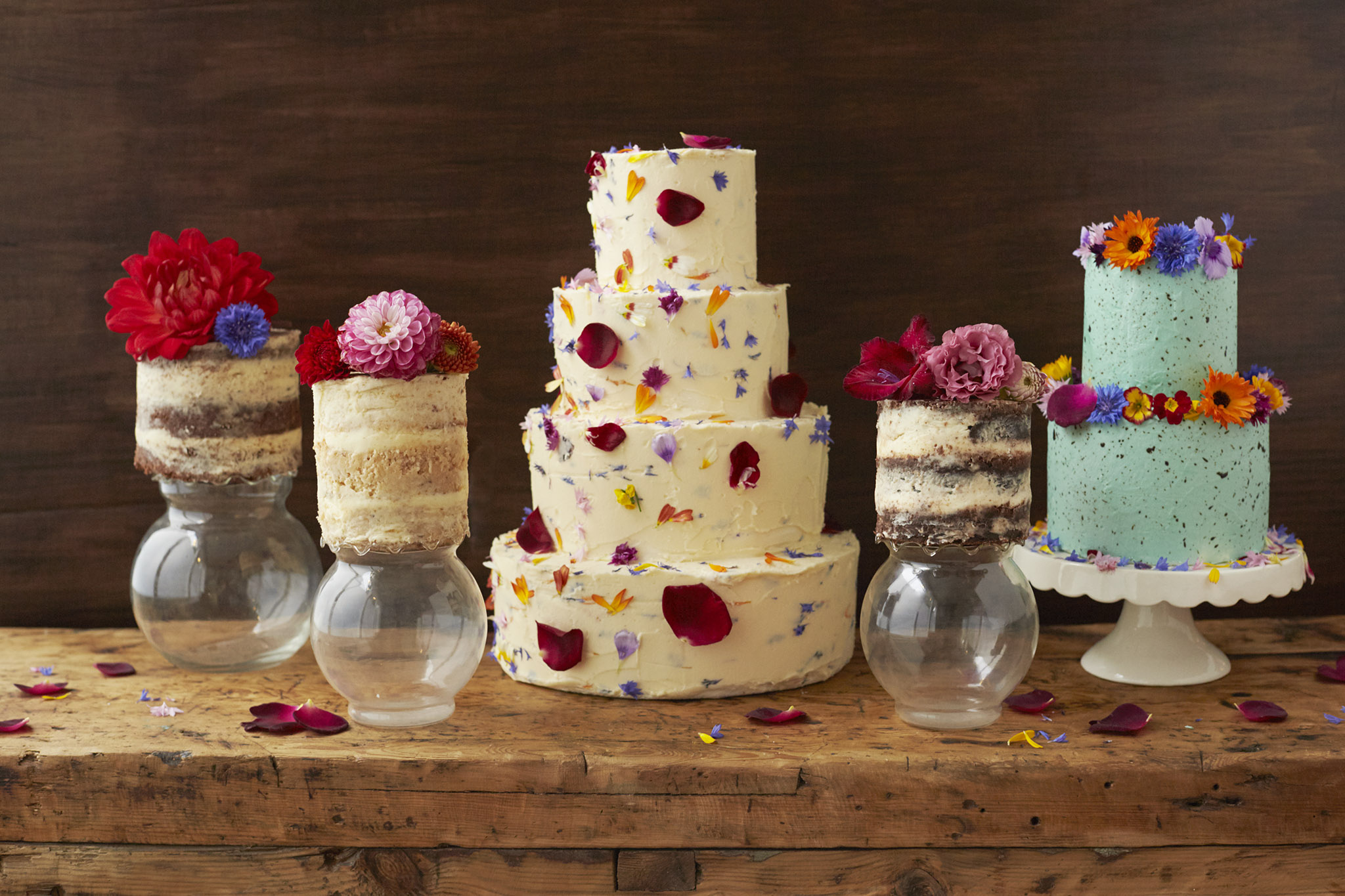 wedding cake decorated with rose petals how to decorate a wedding or celebration cake with edible 22365