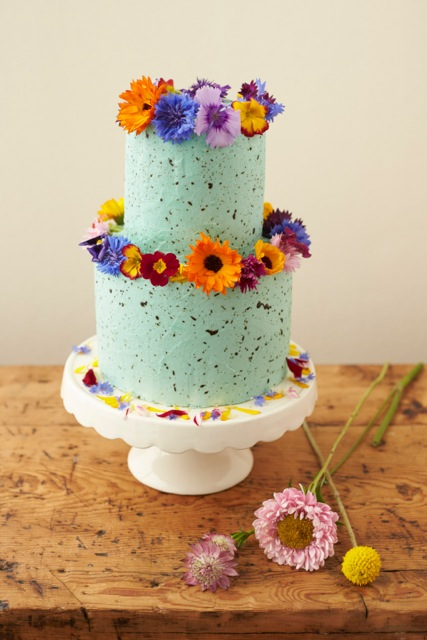 edible wedding cake flowers uk how to decorate a wedding or celebration cake with edible 13920