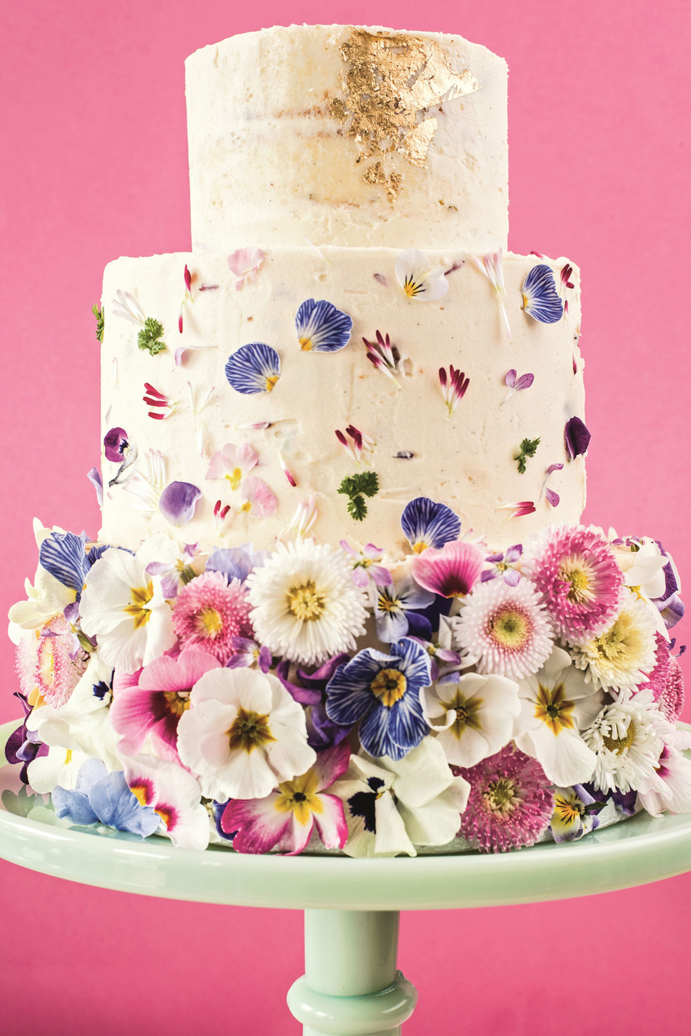 how to make wedding cake flower decorations how to decorate a wedding or celebration cake with edible 16022