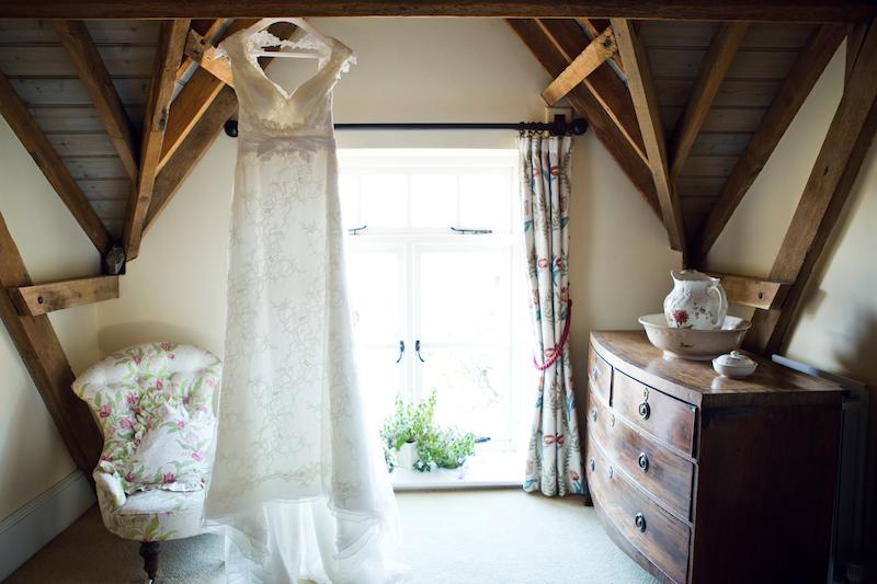 lydia-stamps-photography-wiltshire-salisbury-burcombe-manor-wedding-001