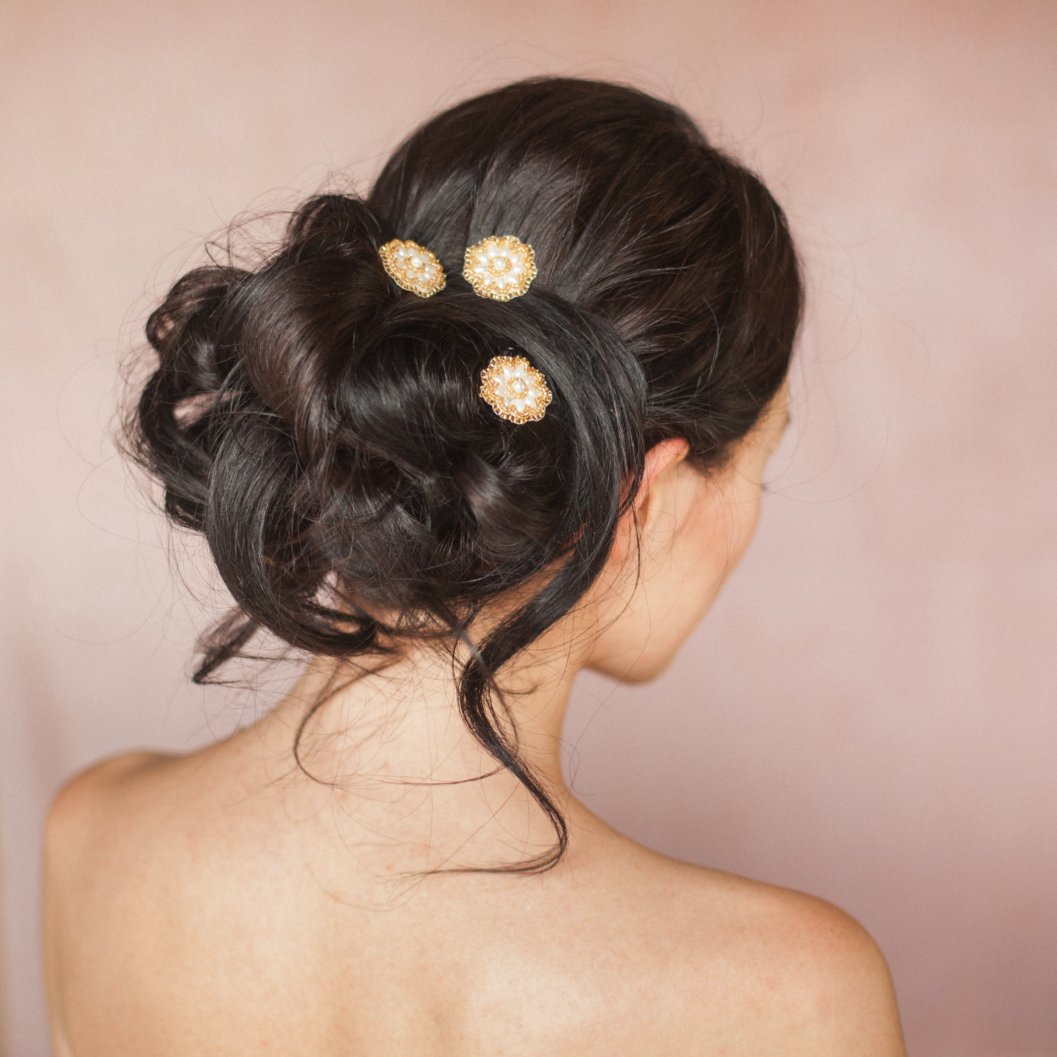 aimee-wedding-bridal-gold-and-pearl-daisy-hairpins-by-britten