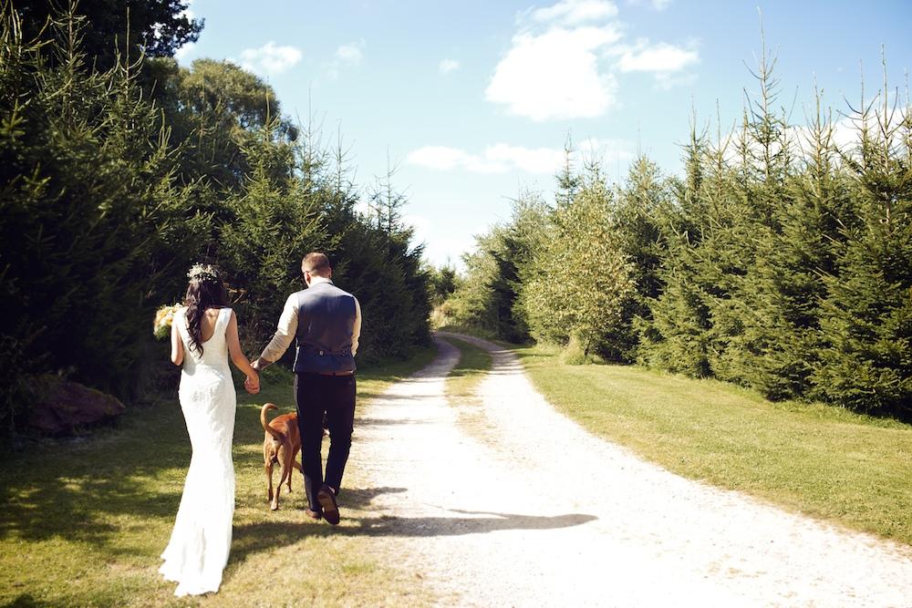 Diy outdoor wedding ceremony rustic marquee reception at wood farm bride groom outdoor wedding ceremony at wood farm vintage weddings photography junglespirit Gallery