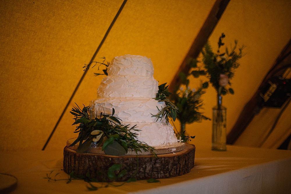 homemade wedding cakes uk botanical outdoor wedding at hill top farm in cheshire 15300