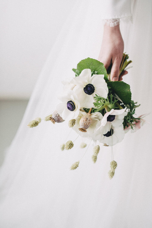 Minimal elegant wedding by genevieve wedding photography anemone flower wedding bouquet minimal elegant bridal inspiration shoot with ikebana inspired floral arrangements izmirmasajfo