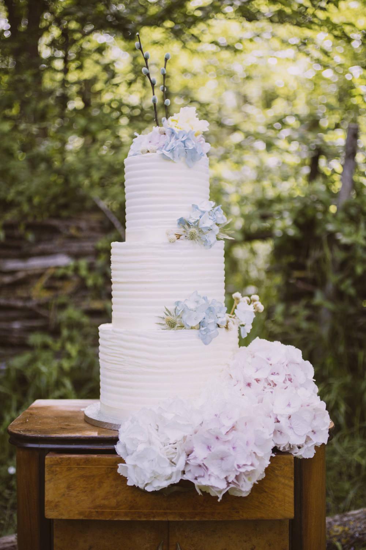 Italian Wedding Cake   Rustic Italian Wedding Styling For A Bohemian Wedding Inspiration