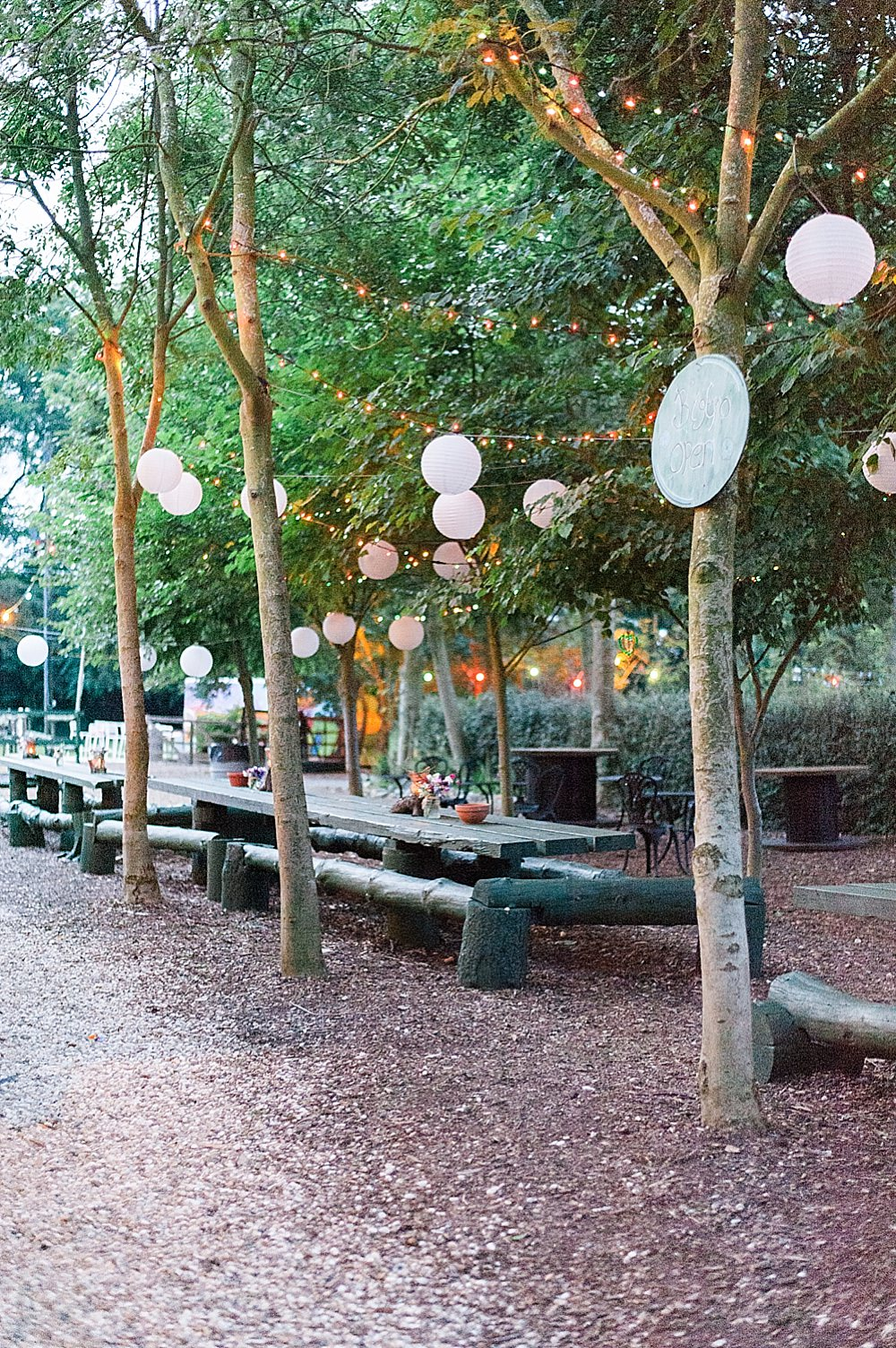 a christian and jewish fusion wedding with smashing the