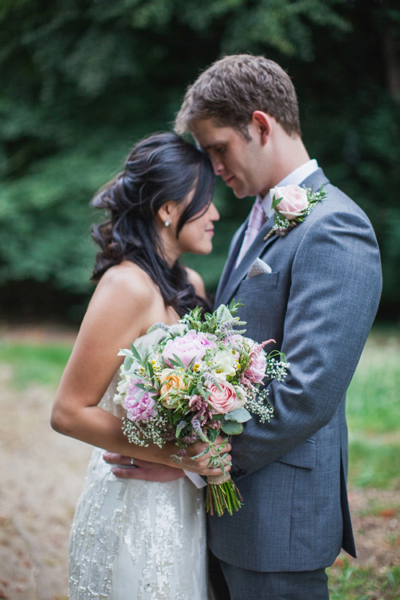A Fun And Pretty English Garden Wedding At Lains Barn In Oxford With A Stephanie Allin Hayworth Dress And A Peony Bouquet By Hayley Savage Photography._0010