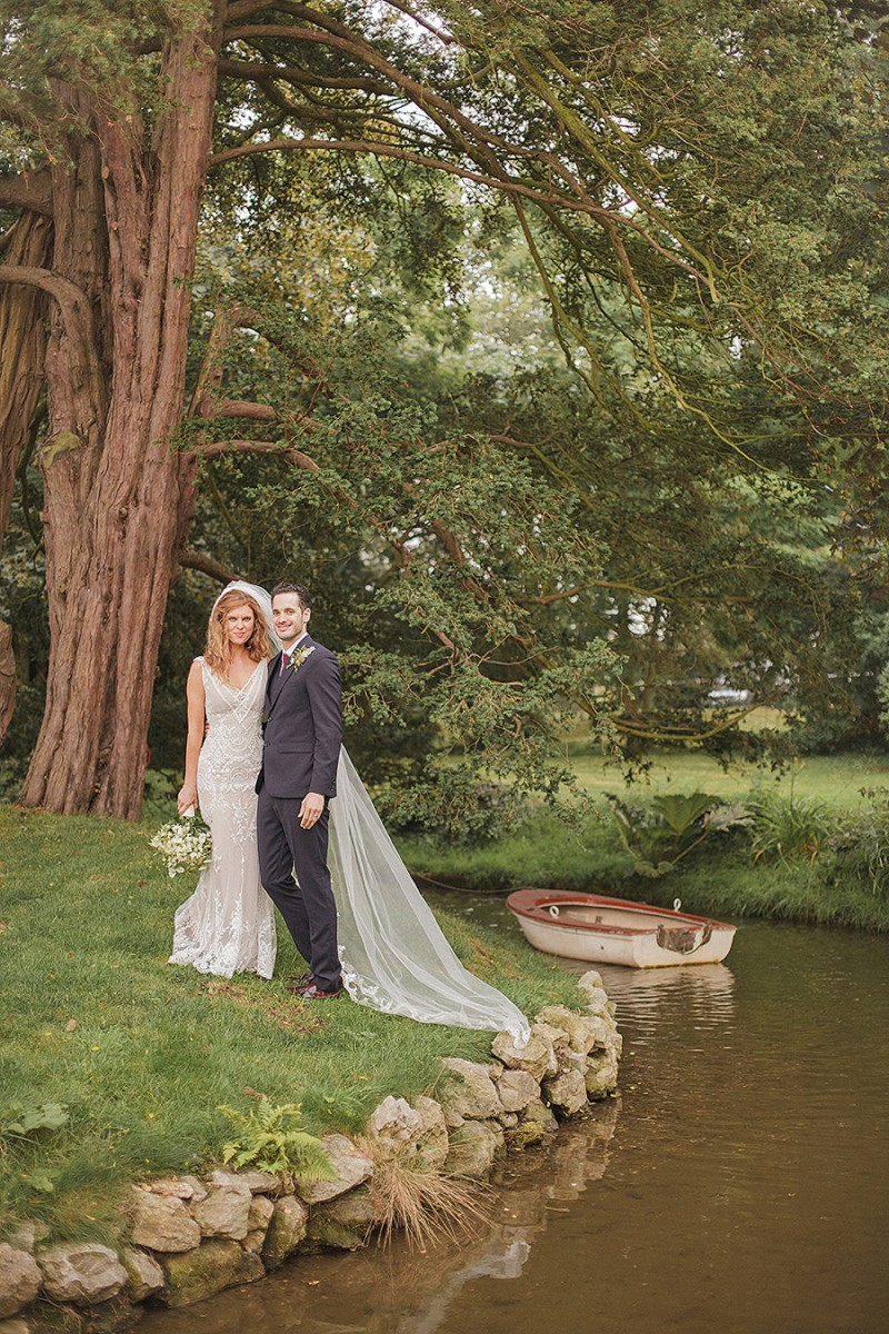 A Pre Raphaelite Inspired Wedding At Preston Court With A John Zimmerman Bespoke Dress And Bridesmaids In Vintage Nightgowns By Sarah Gawler Photography._0008