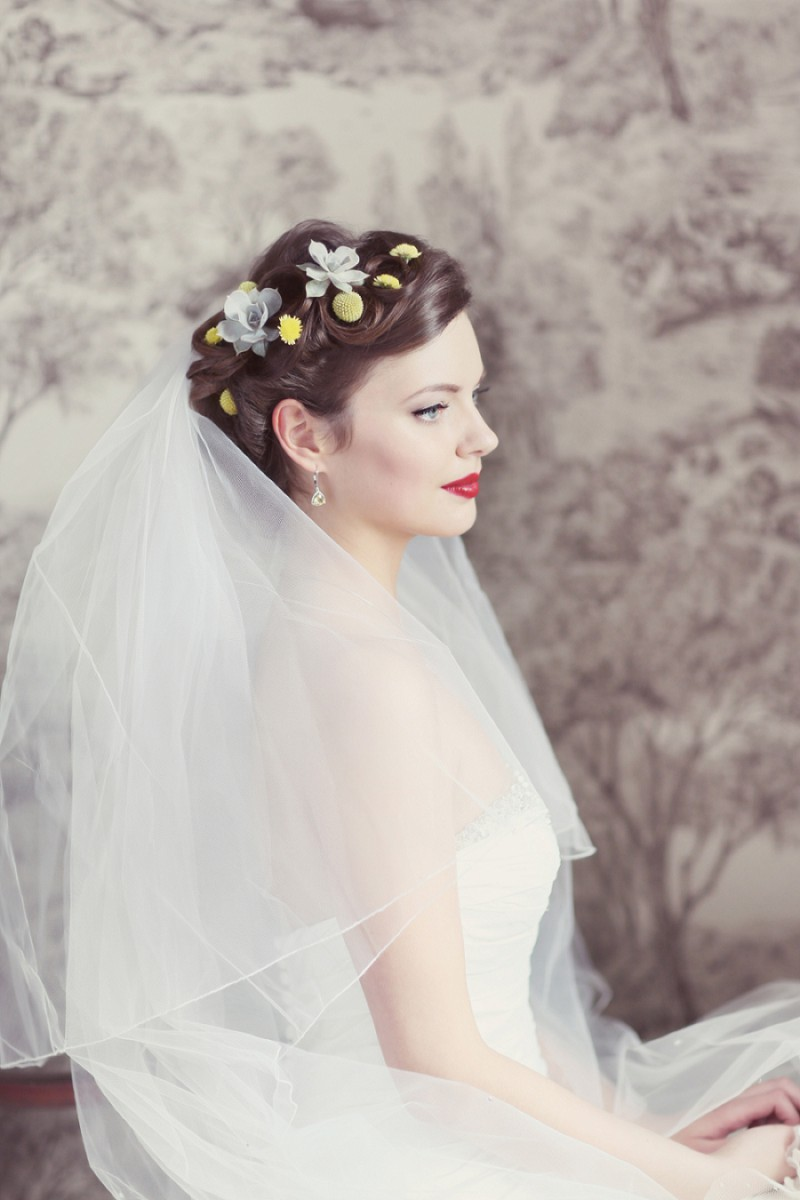 A Super Glamorous Spring Scottish Wedding At Fyvie Castle With An Ian Stewart Ruffled Fishtail Dress and A Yellow Billy Ball Bouquet With Photography By Craig and Eva Sanders._0003