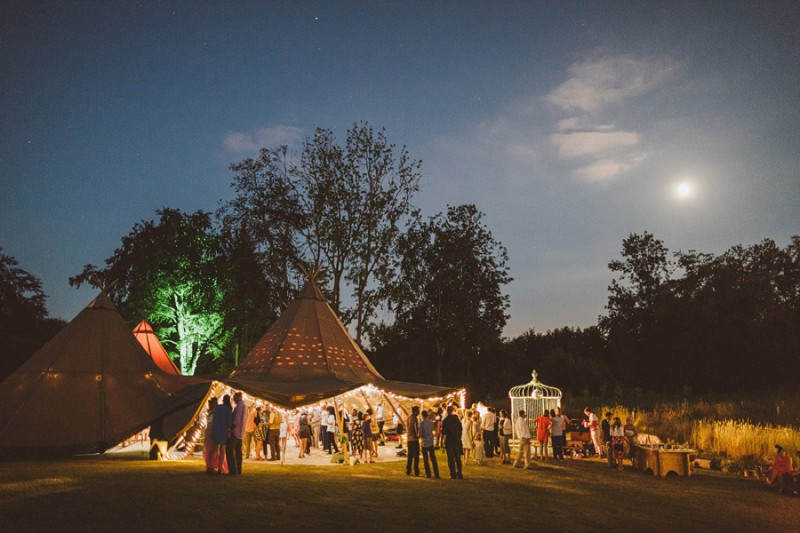 An Epic DIY Bohemian Wedding At Ratfyn Farm With A Jenny Packham Dress And A Humanist Ceremony And A Peach Colour Scheme Photographed By Ed Peers._0012