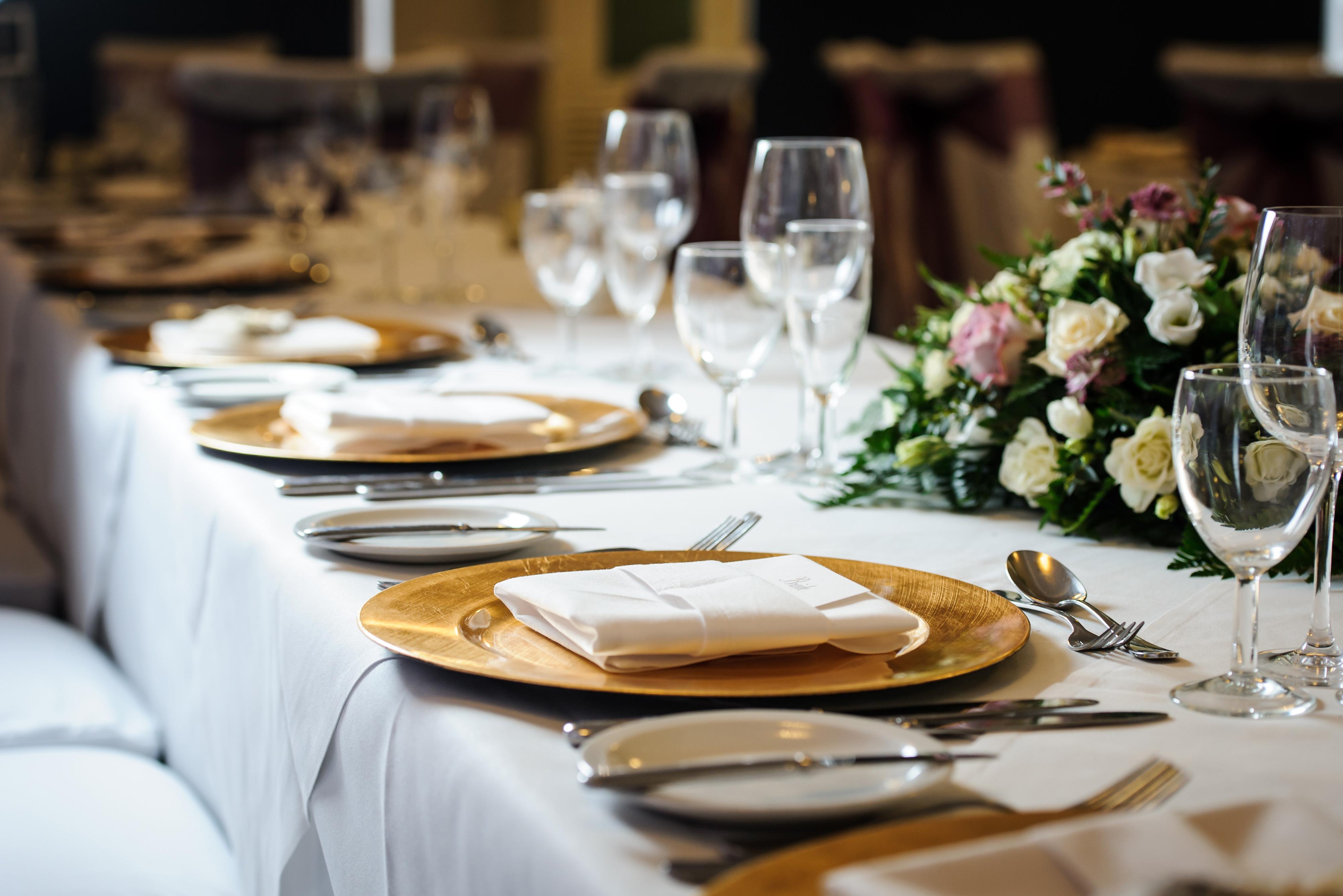 rmw rates lily king weddings of distinction east midlands. Black Bedroom Furniture Sets. Home Design Ideas