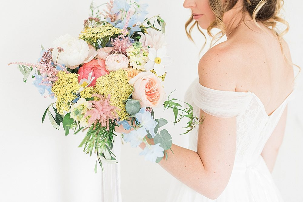 Pastel Wedding Flowers At Cripps Barn Cotswolds Wtoo Watters Gown