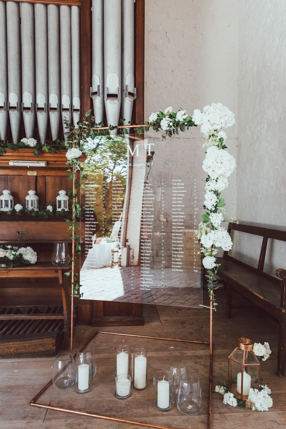 Acrylic: The Transparent Wedding Trend You NEED at Your