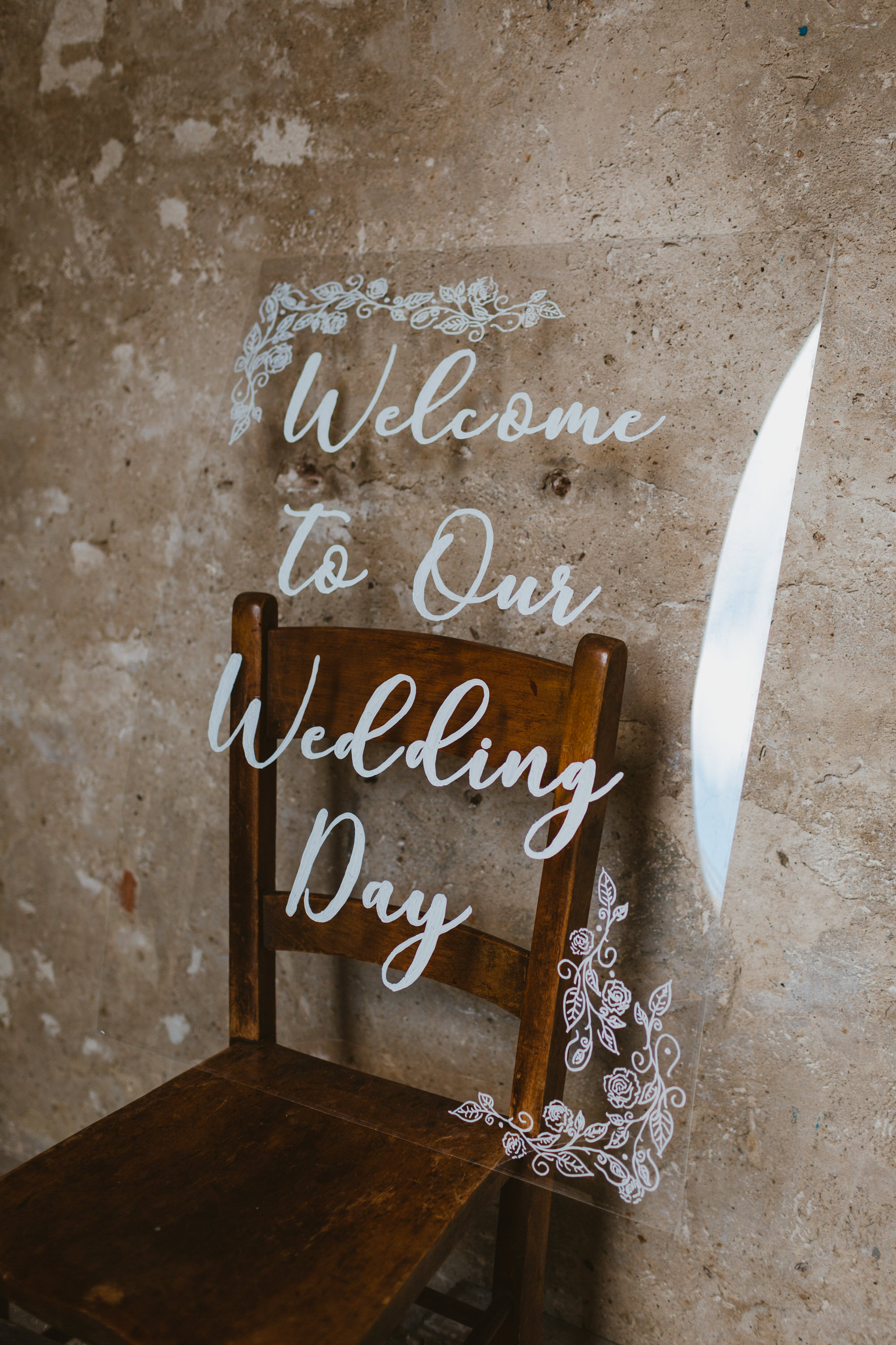 acrylic  the transparent wedding trend you need at your